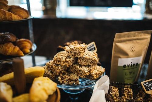 Barritas de cereales uno de los alimentos que puedes comer antes de entrenar