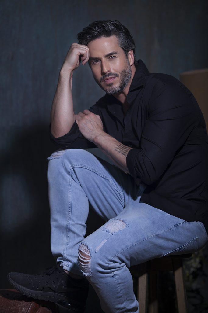 Raúl Olivo, actor y portada de la segunda edición de la revista impresa y digital, Revista Bfit
