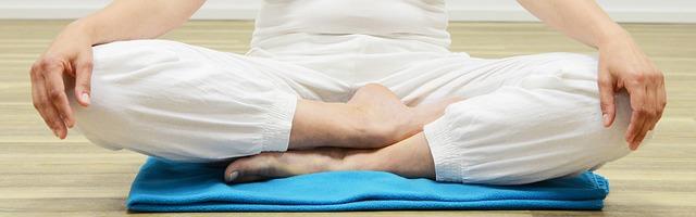 Persona en posición de meditación