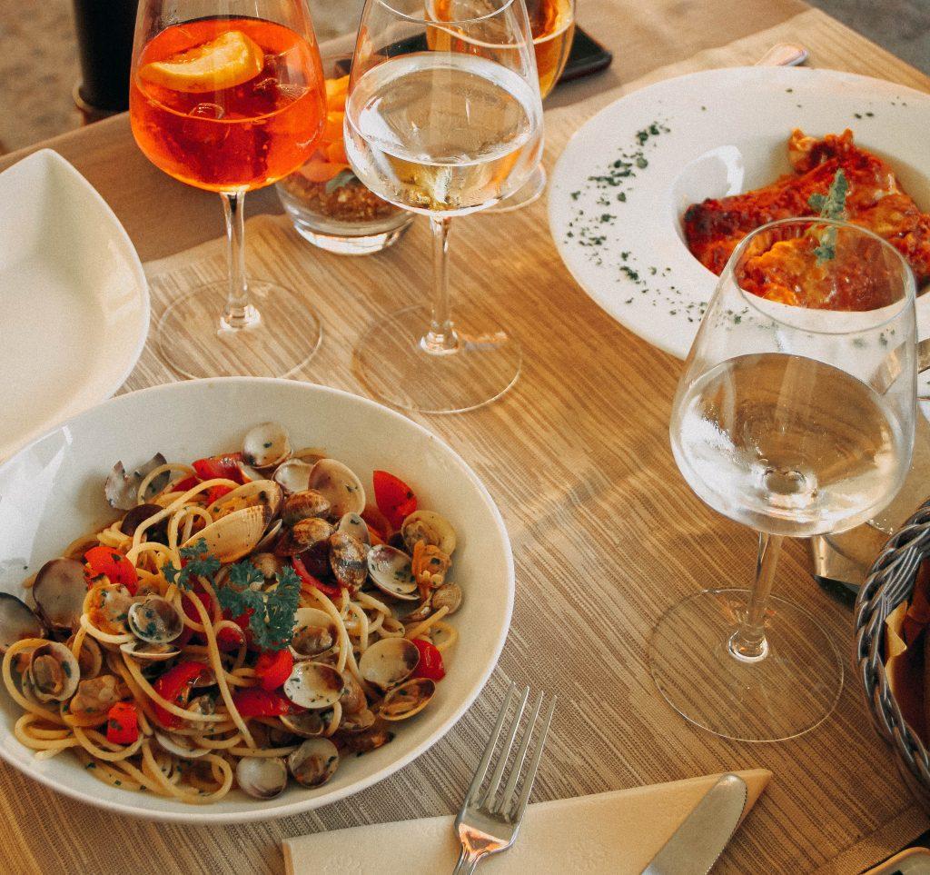 Plato con espaguetis a la marinera
