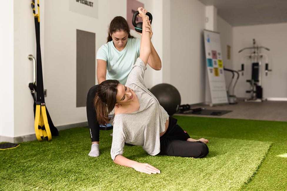 Terapia de Fisioterapia, ejercicios sobre el suelo