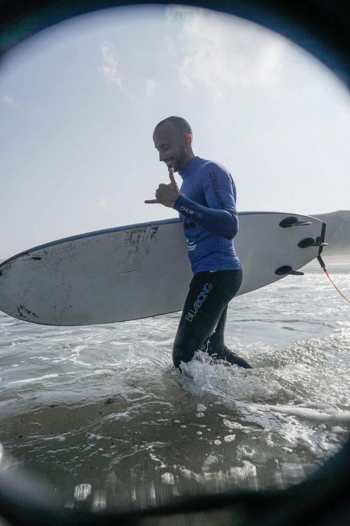 Quique Guijarro nos cuenta que en la escuela de surf se puede aprender bodysurf, jetsurf e incluso bodysurf.