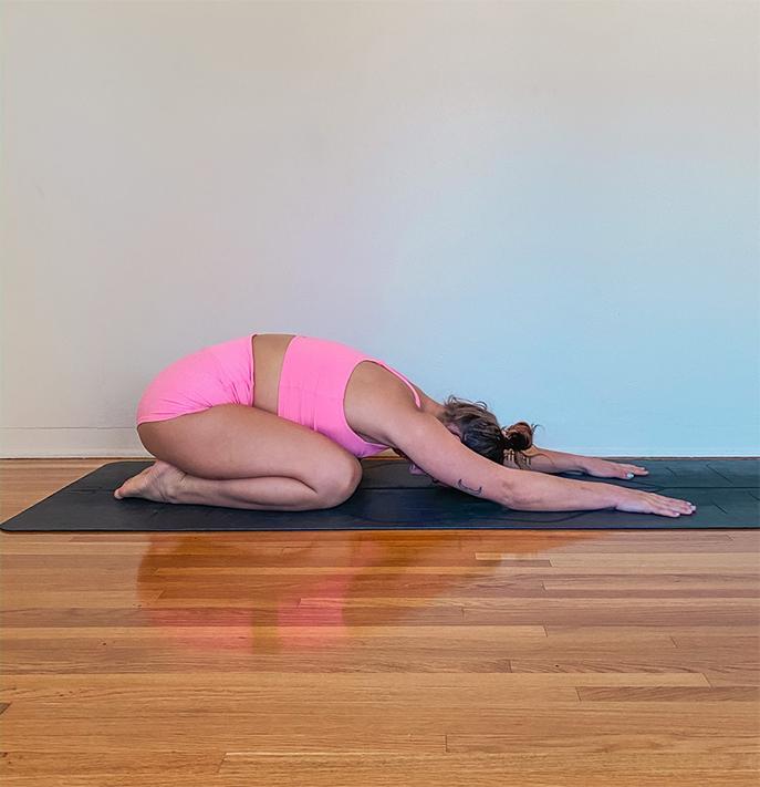 estiramiento después de postura yoga