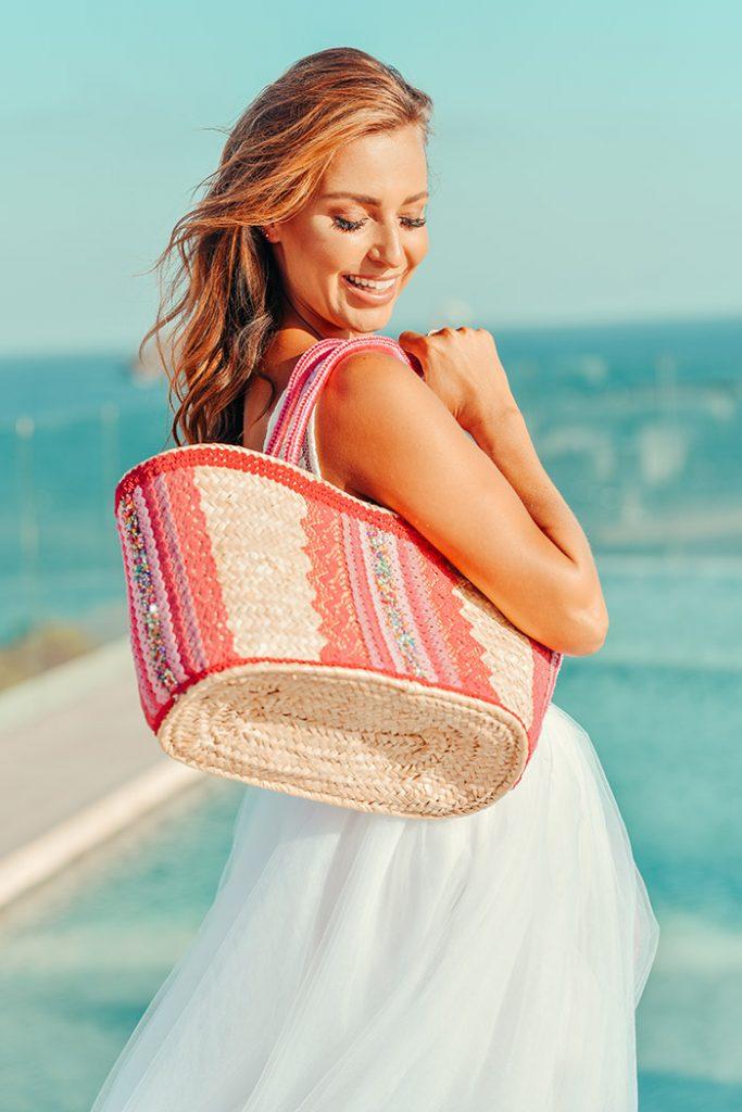 Fashion Shoot Adlib Ibiza 2020 en Hotel Me Ibiza, bolso de la diseñadora Dolors Miro