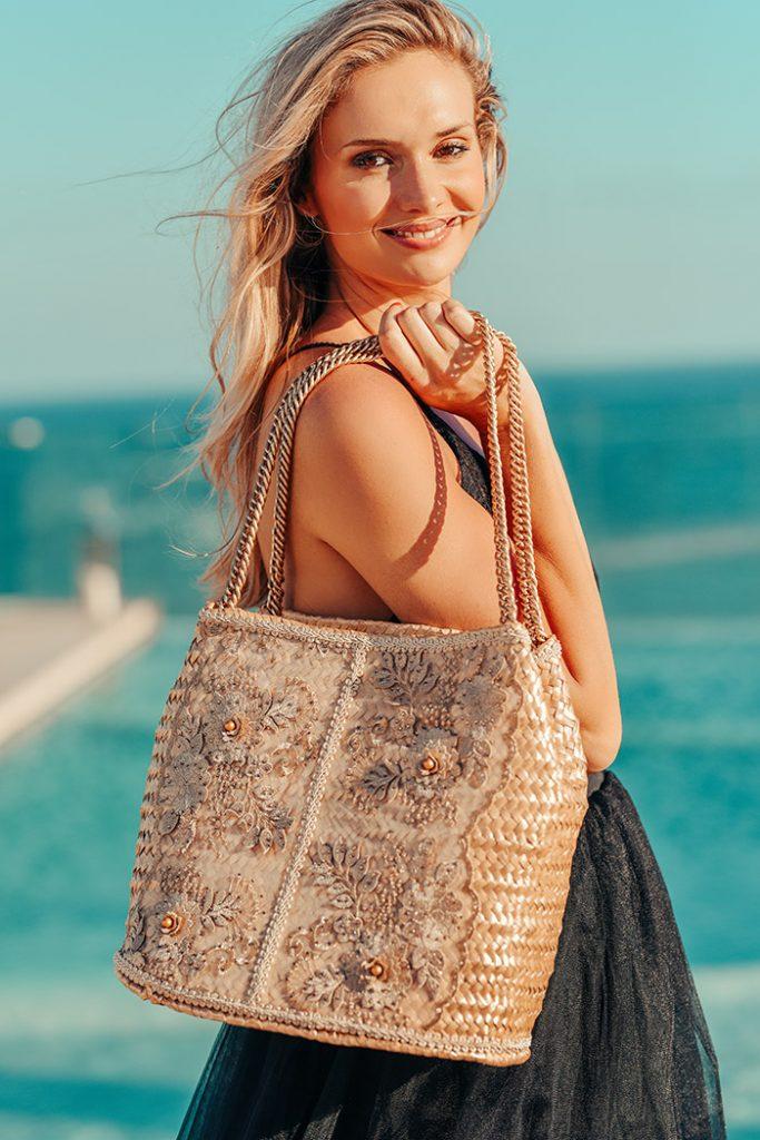 Fashion Shoot Adlib Ibiza 2020, bolso de la diseñadora Dolors Miro