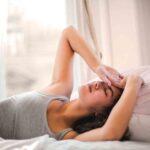mujer con migraña tensional