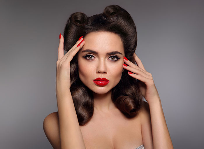 Mujer con maquillaje Pin Up