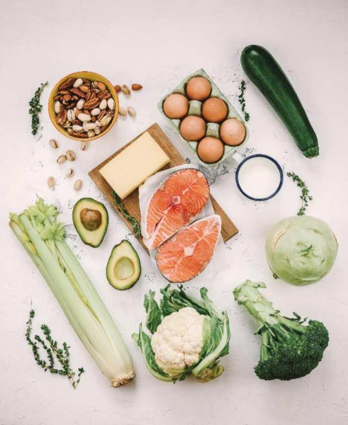 Alimentos antioxidantes y que nos ayudan a eliminar grasa corporal: omega 3, apio, frutos secos, brócoli, calabacin