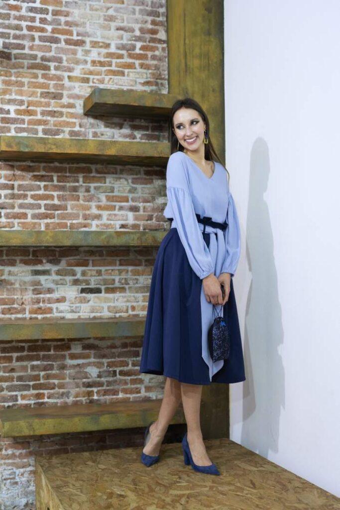 modelo con un diseño de moda sostenible