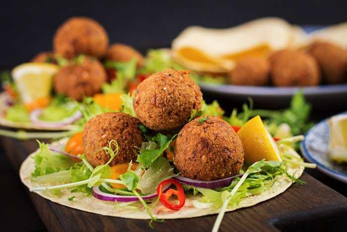 Recetas veganas: plato vegano con croquetas