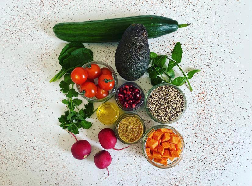 Ingredientes de ensalada de quinoa