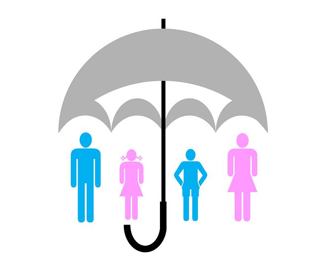 seguro de vida - un paraguas protegiendo a varias personas